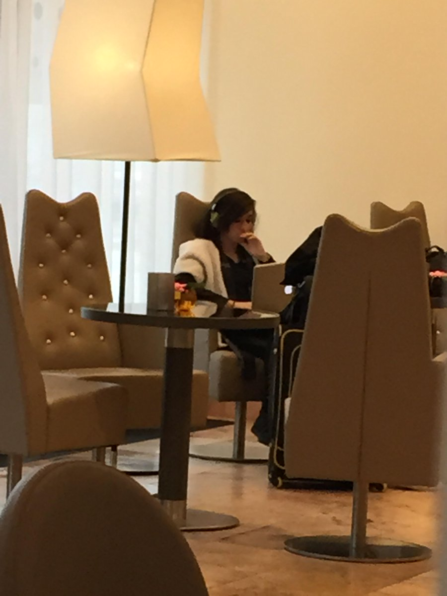 OH GOSH I SAW @TheRealGrimmie AT THE HOTEL TODAY CUS I LOVE HER AND STALK HER http://t.co/DhVSjBwFX1