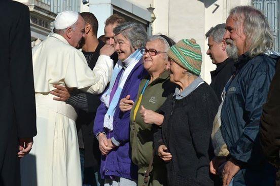"Vaticano per clochard: la ""barberia del Papa"" con barbieri volontari"
