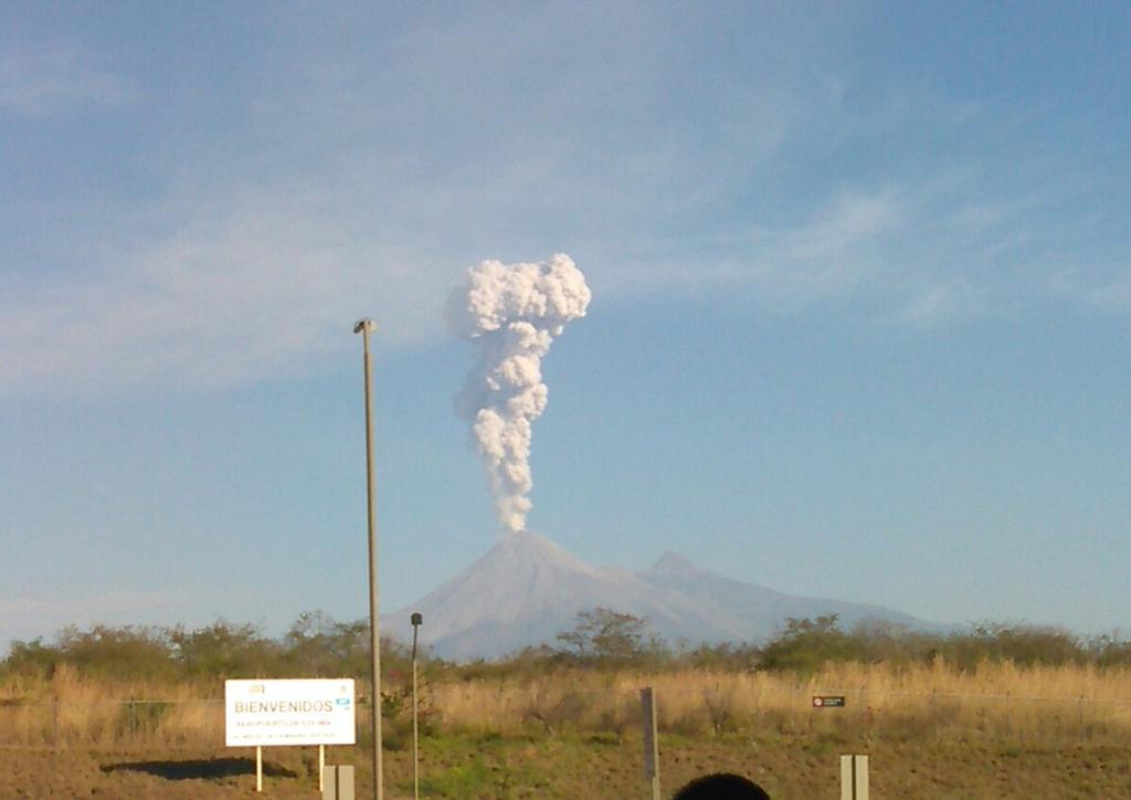 Vulcano Fuego Guatemala, la colonna di fumo e cenere da 5600 metri