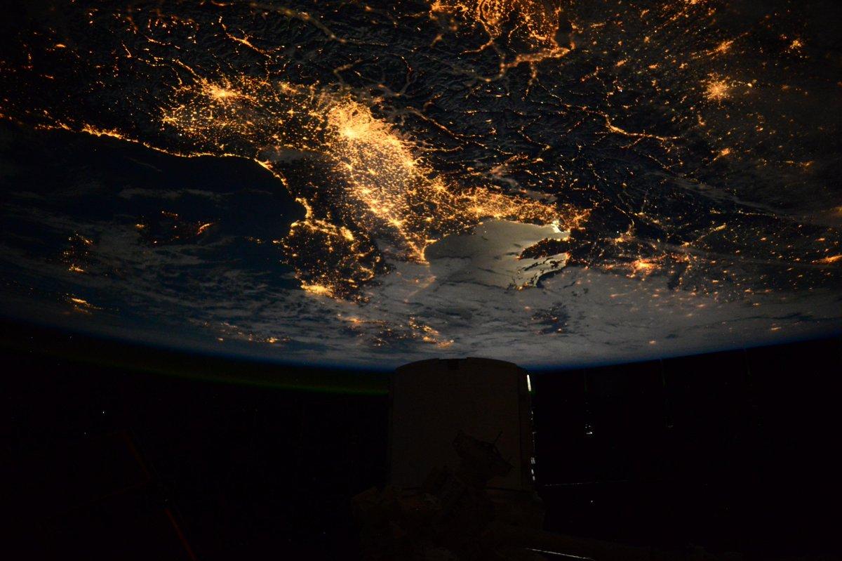 AstroSamantha: fotografia dedica dallo Spazio su Twitter
