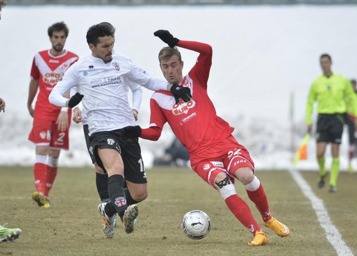 Jakimovski battles for the ball
