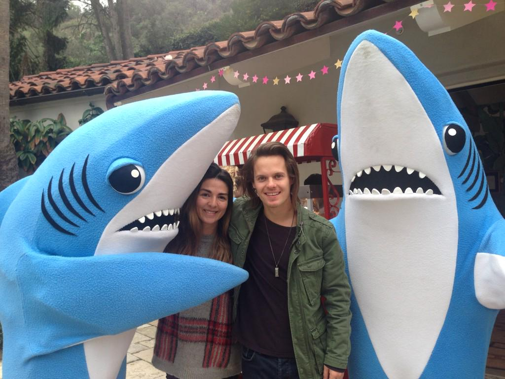 Shark sandwich with @sirdavidD #LeftShark don't grab my butt! http://t.co/KHiEeXRpHj