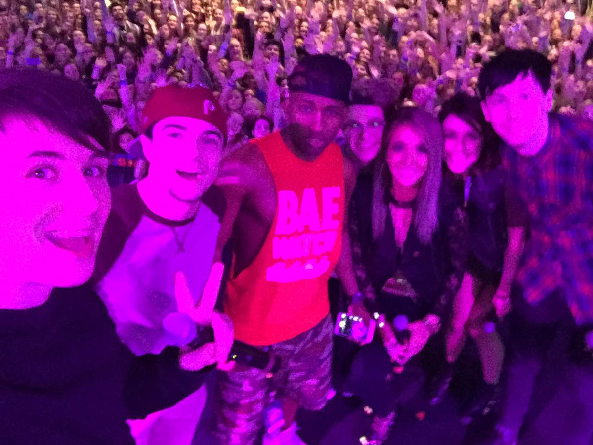Fun day at #playlistlive w/ @Jenna_Marbles @danisnotonfire @AmazingPhil @mikeybolts @sWooZ1e http://t.co/bClhAegpDY