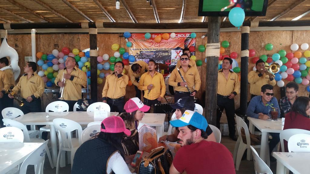 Empezado festejo de tercer aniversario de culichi cholula!!! Banda La Carca?a presente!!! http://t.co/tBcogw25gP