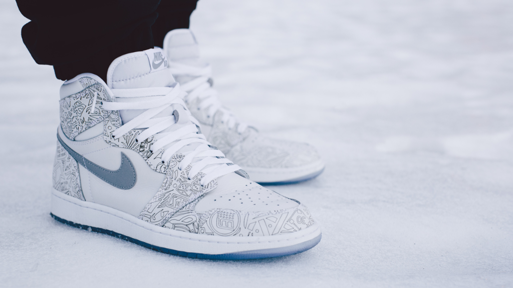 "buy online 351a9 b1372 The  AirJordan 1 Retro High OG  Laser  drops tomorrow. http   j.mp 1zGo5j  pic.twitter.com JqxEdA7KjP"" I want"