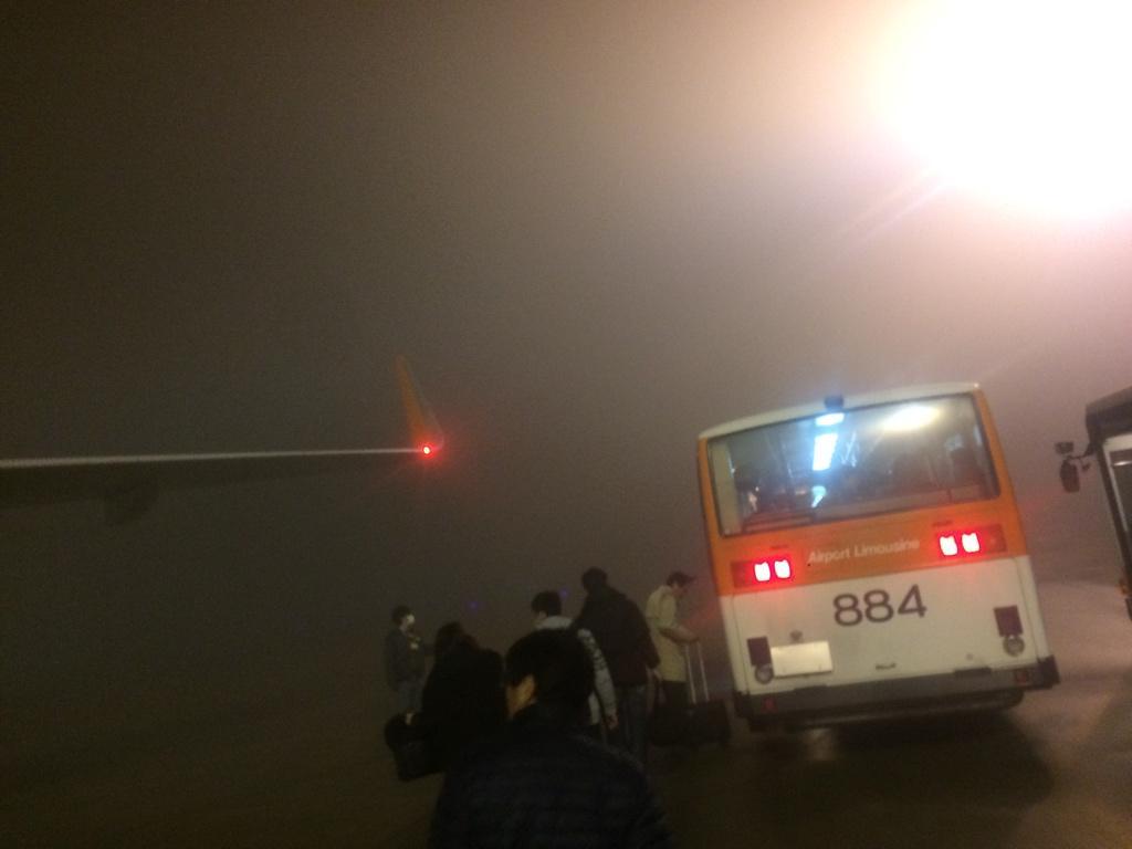 成田に結局到着。霧が凄い(;・∀・) http://t.co/8O1M8Fcz0I