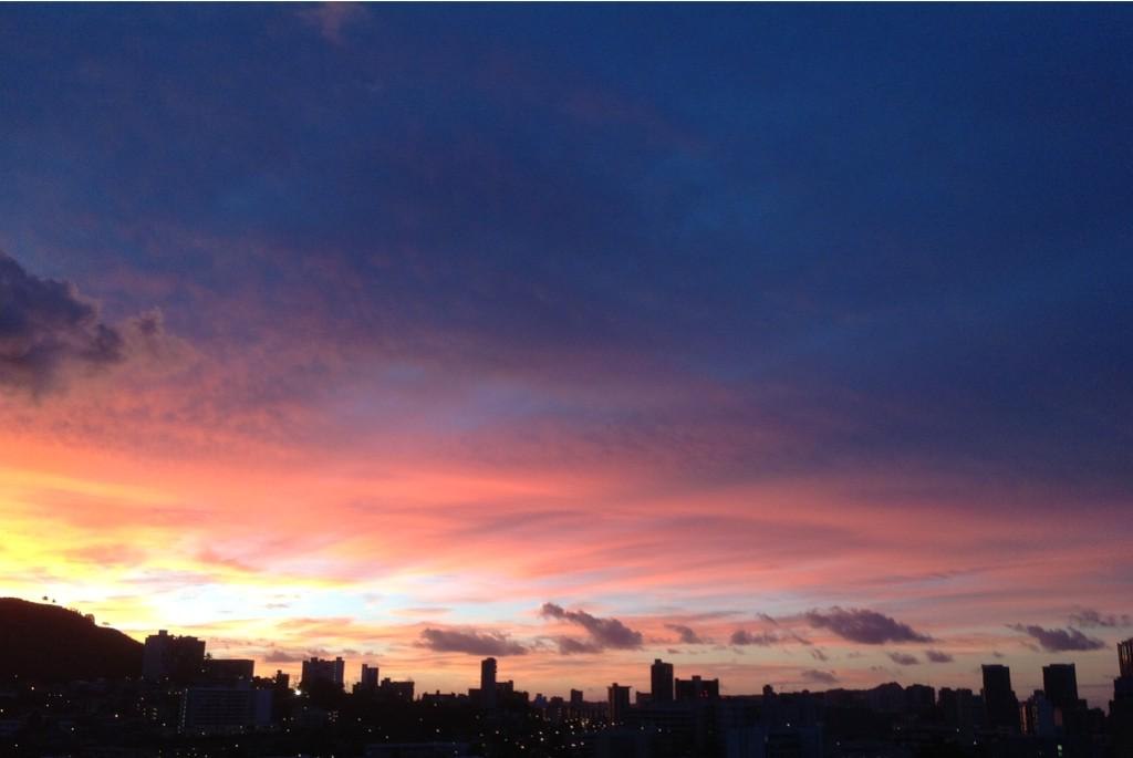 "Aloha #walkmyworld -Dawn in Honolulu, Hawaii ""Calm and peaceful."" http://t.co/GhFCPXVtHr"