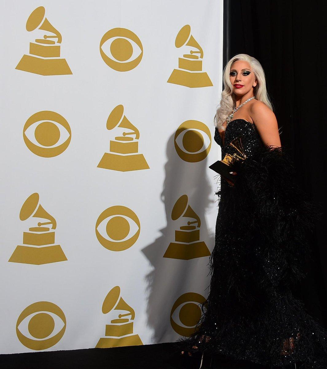 Grammy Awards 2015 [08/02/15] >> 1 premio + actuación B9X0Y3sIQAEXYpJ