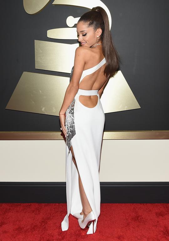 so freaking gorgeous! @ArianaGrande #grammys http://t.co/K0Vr43Qd6e