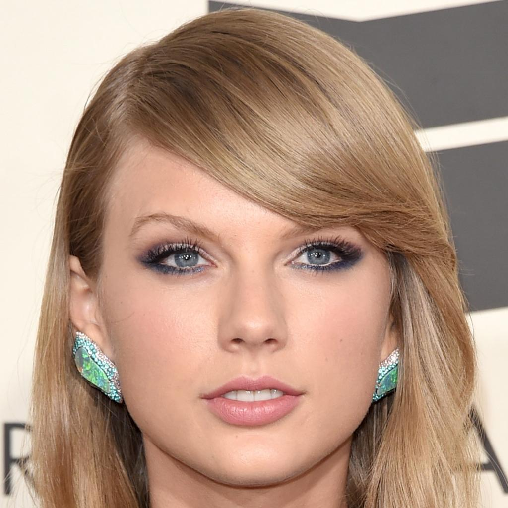 taylor-swift-facial-naked-girls-laying-down-legs-closed