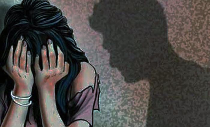 शैक्षिक भ्रमण जाँदा शिक्षकद्वारा आफ्नै छात्रा बलात्कृत