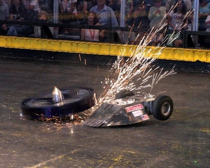 "I want to see lasers... RT @CNET: Ready for a robot smackdown? ""BattleBots"" returns to TV http://t.co/3yR1TUsBBQ http://t.co/0JFQLnKqO3"