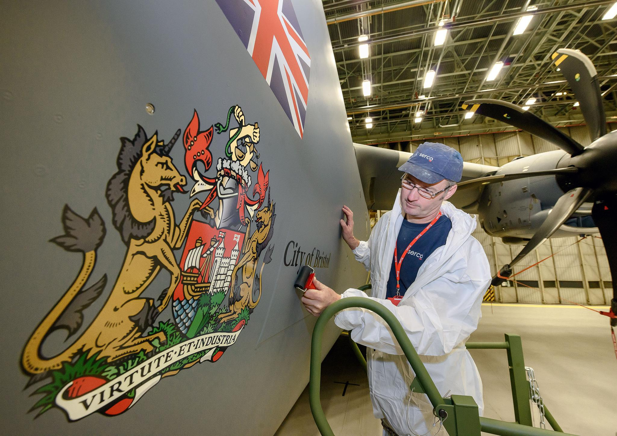 """RT @09EA63: """"@thinkdefence: Ooh arrr, first RAF A400M named the 'City of Bristol' http://t.co/fCjLZq7IU3"""" how about this @carolvorders ! 👍😃"""