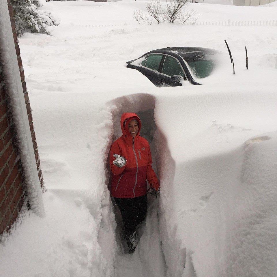 Quand il neige au Canada ça ne rigole pas ! (Vidéo)... B9b9-zfCYAAJnEm