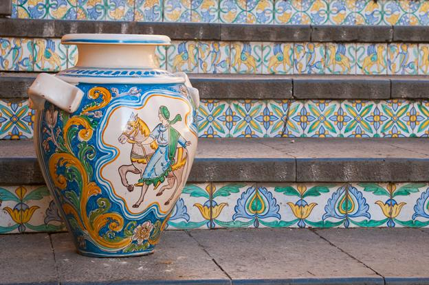 RT @ItalyMagazine The fine art of ceramics in #Sicily - here's where you can find the most notable pieces: http://t.co/vKmNftWqSz