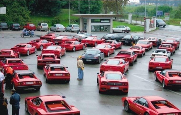 Hahahaha RT @ornikkar: Vent de panique sur le parking d'une banque #HSBC en Suisse.  #SwissLeaks http://t.co/HVQRt92SbJ