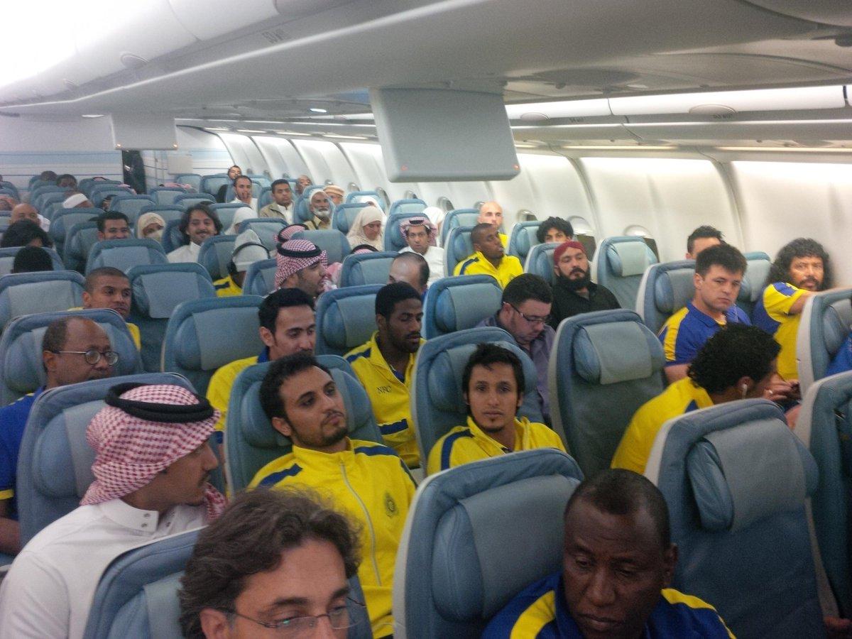 أستاذنت من اللاعبين..  صورة فريق #النصر في الطيارة... حرام كله زعلان http://t.co/9xyBj7NMxf