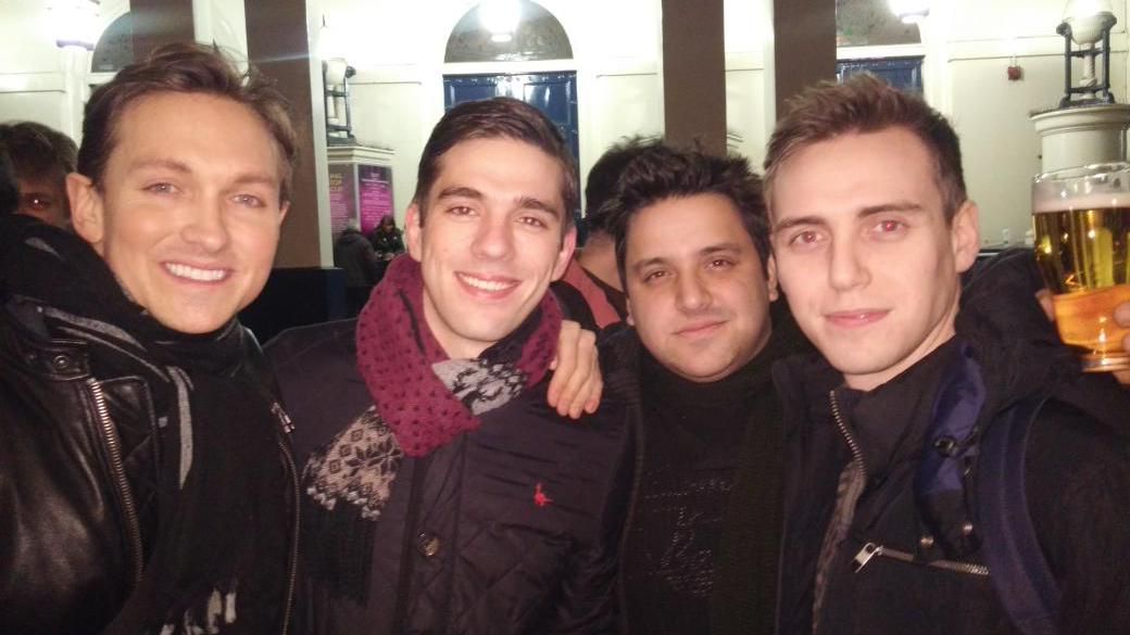 .@rockofagesuk mini reunion at the @BeautifulInLDN dress rehearsal. @theamzi @Jamiemuscato @I_mcintosh # http://t.co/XY8GQpDXKn