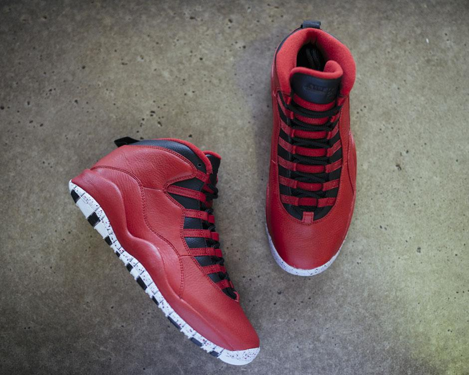 """"""" SneakerNews  The Perfect Valentine s Day gift for a sneakerhead  http   dlvr.it 8TPlpl pic.twitter.com 6QUWEuCEqu""""  glaufman abff729e0"""