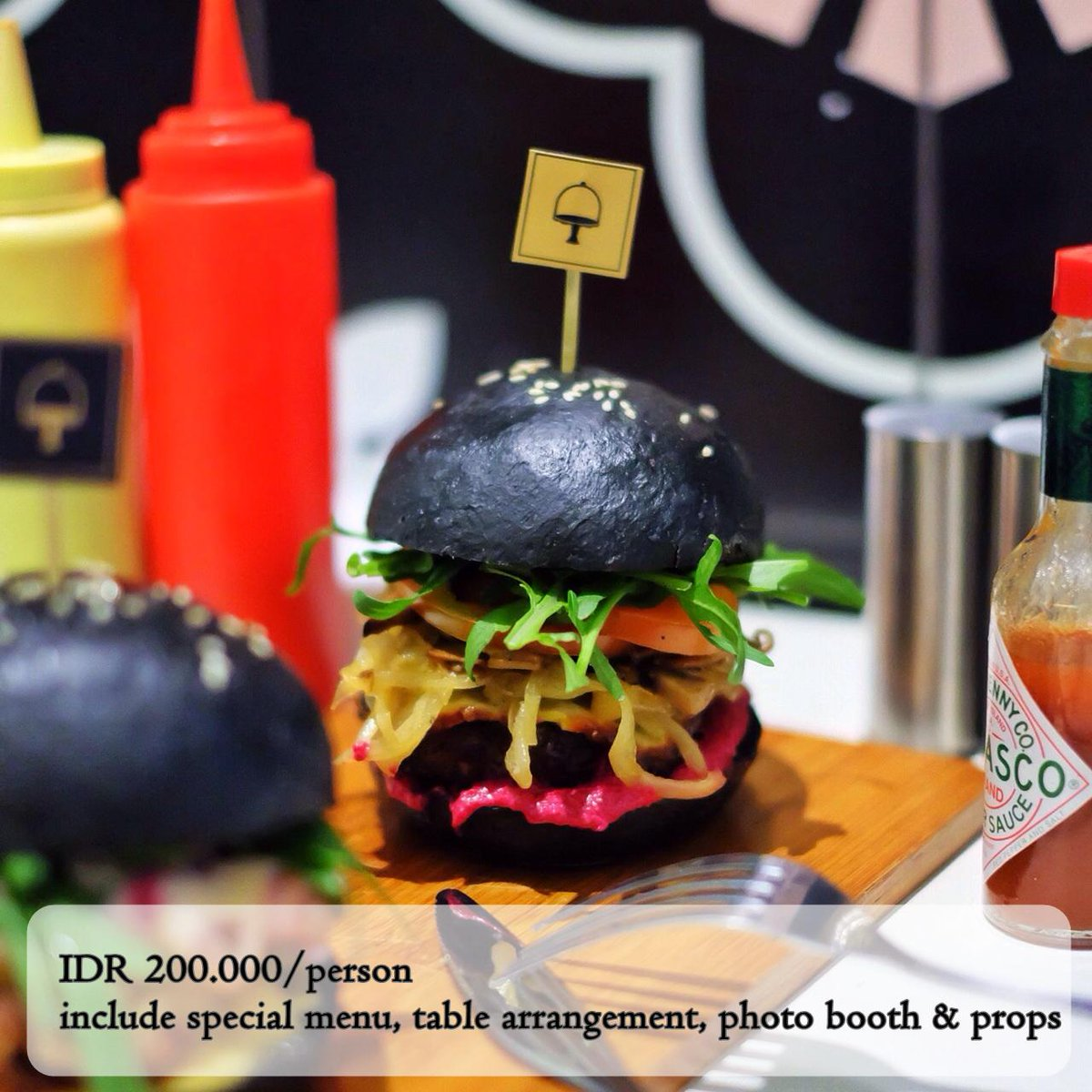 Makan malam spesial, private table, dll? #ValentinePackage by @Sugarush_bdg. 14 Feb, 7-9PM. RSVP 022-4236618 http://t.co/IuG7clSm0C