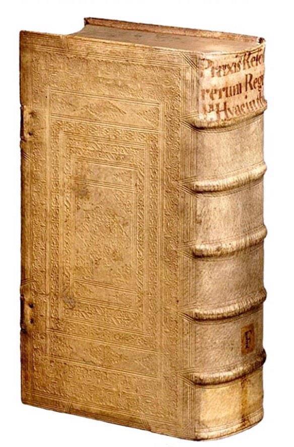 17世紀に作られた毒を隠すための本。ものすごいドラマが隠されているに違いない…。 pic.twitter.com/Vtza3HgjfJ