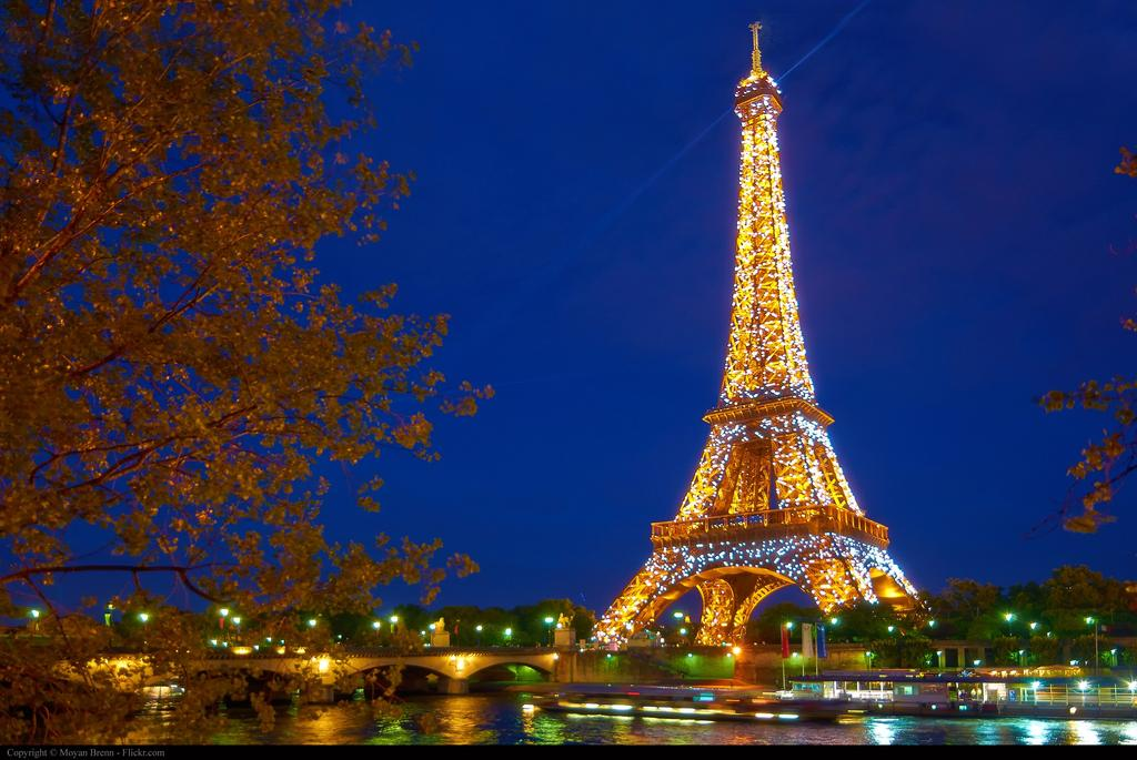 несет картинки парижа ночью дополненная челкой