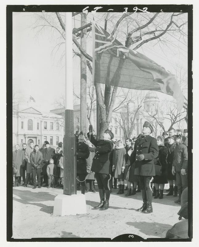 The red ensign is lowered at the #Manitoba Leg Bldg to make way for the new Canadian flag. #Flag50 http://t.co/6XsGgfsK7l