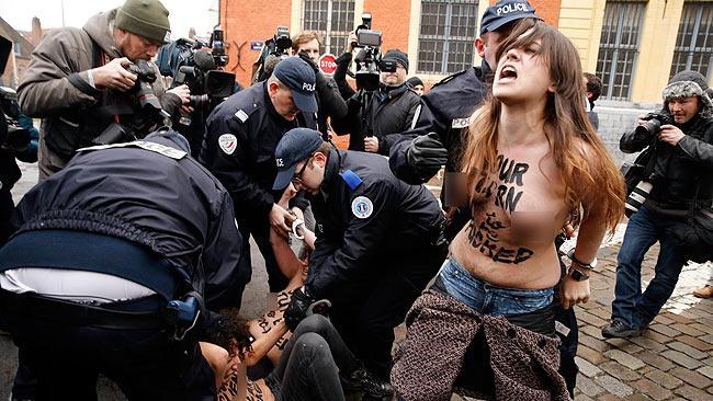 Protesta de mujeres desnudas
