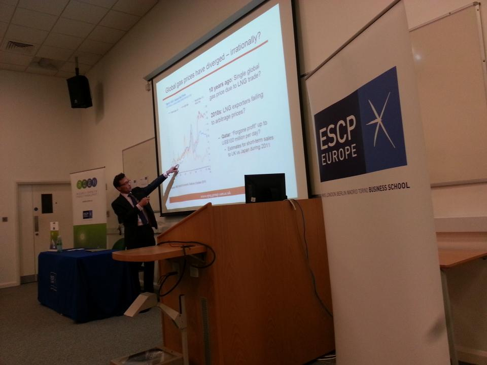 Global #gas prices have diverged - irrationally? #RCEMTalks @EnergyRCEM  @ESCPeurope http://t.co/aSN31OW7Ul