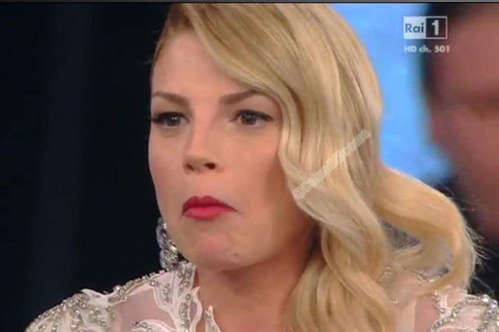 Il momento epico di #Sanremo2015 #emmamarrone .. booooh http://t.co/utt6dgNecS