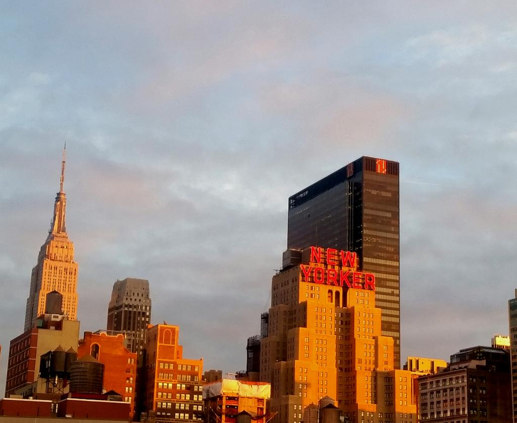 Another beautiful day in #NYC @NBCNewYork and the sunset colors the skyline  @EmpireStateBldg http://t.co/jNtsATmpMT