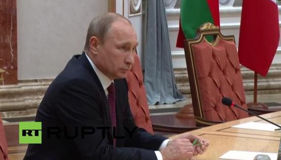 Путин хотел сесть, но не смог подвинуть стул, а когда сел - сломап ручку
