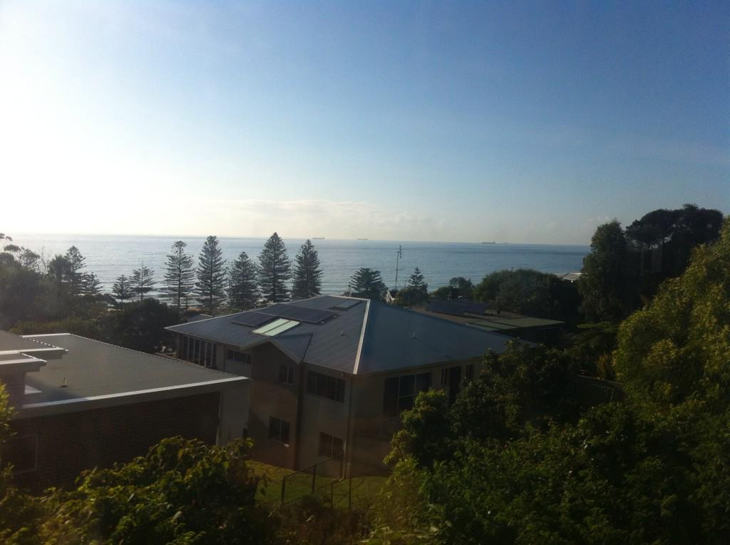 Beautiful ocean & bush views from the train down to @uow for #firstinfamilyforum http://t.co/VSsBj7WEwr