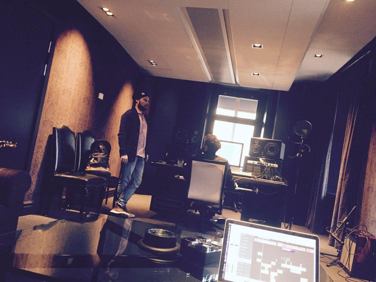 Spending a few days in @Aviciis studio. This place is SICK! http://t.co/Xn8cLdSzGw
