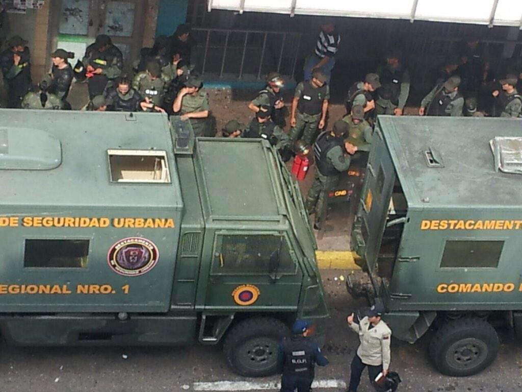 Mass protests in Venezuela. People on the streets in Carabobo #12f https://t.co/o0aPT5UJY5 The army is ready too. https://t.co/PGgm5SRWdY