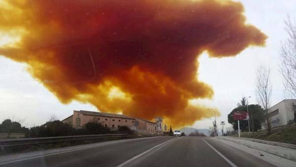 FOTO VIDEO Le immagini della nube tossica in Spagna
