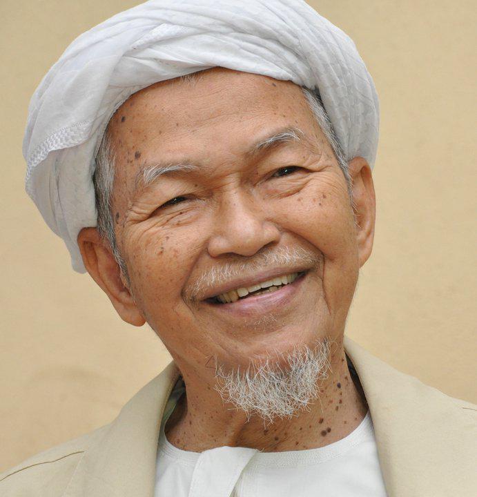 Salam Takziah buat keluarga Tok Guru Nik Aziz dan seluruh rakyat Kelantan. Al-Fatihah. http://t.co/Ch6wQOEaxa