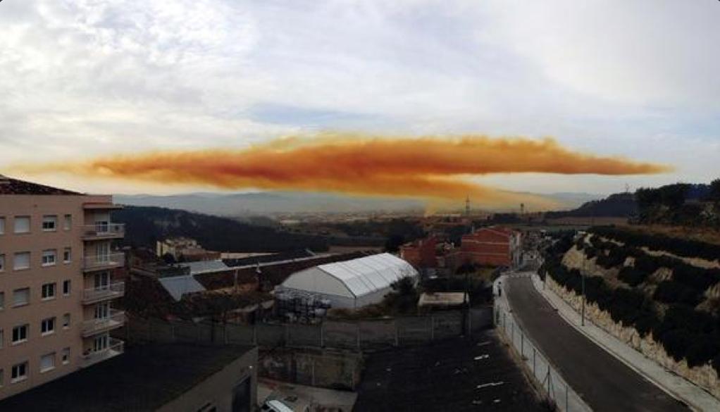 Explosion d'une usine chimique - Nuage toxique pres de Barcelone B9qdLnyIEAA3uYO