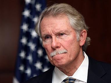 Police arrive at Oregon Democrat Gov. Kitzhaber home