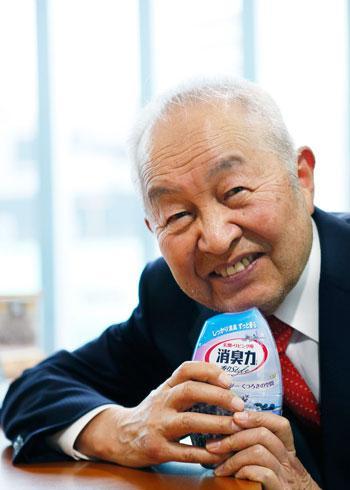 写真が妙にアイドルっぽい。>日用品ヒット王・エステー会長が見た戦後 http://t.co/b808CbXmzH http://t.co/Eu1adwtsKA