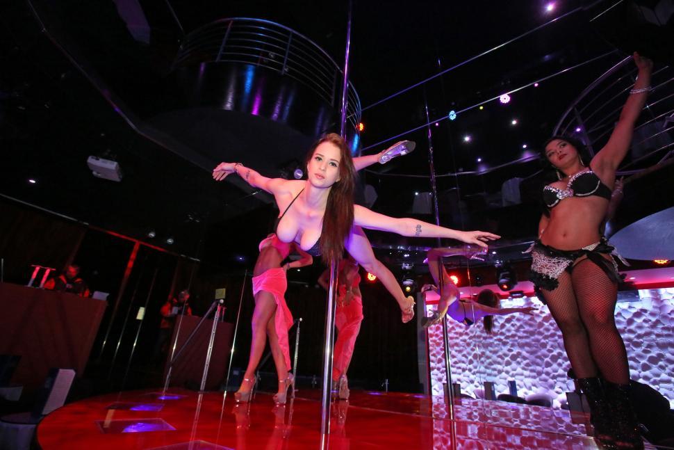 Club etiquette strip-4691