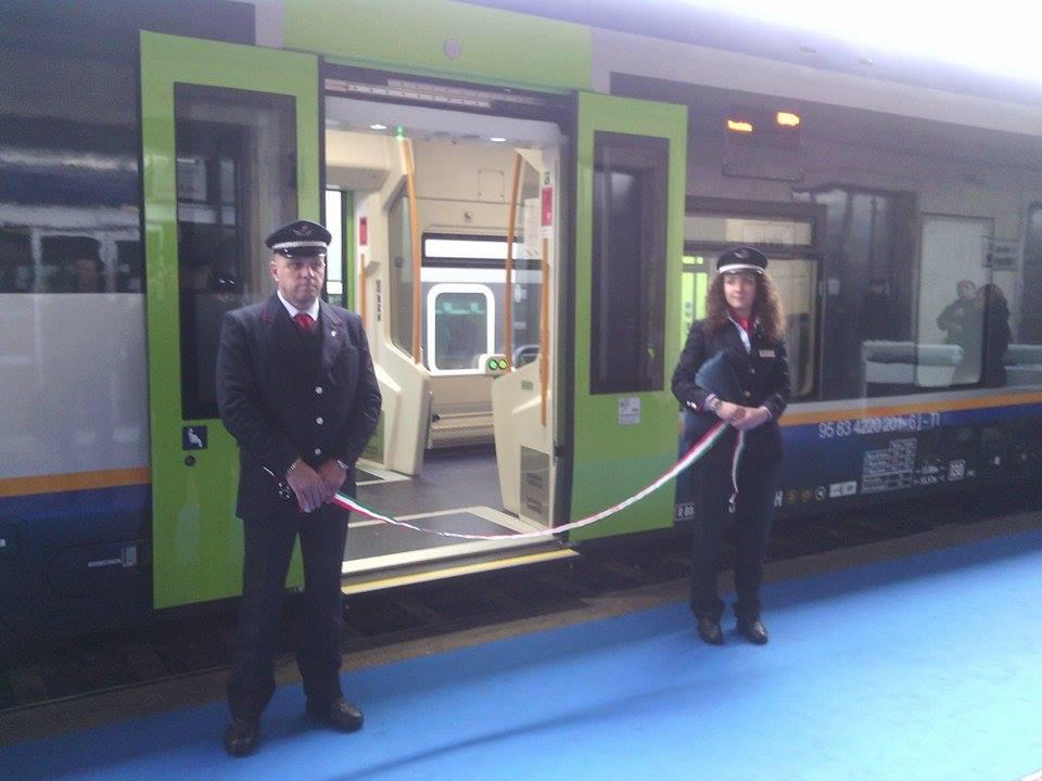 #trenitalia In corso la presentazione dei nuovi treni #pendolaritoscana alla stazione di #Firenze SMN. Immagine live http://t.co/aPlOaYgXsH