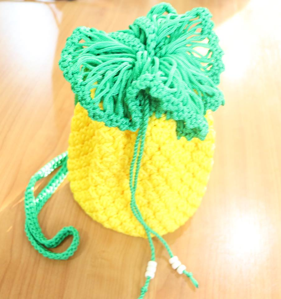 #Handmade #Crochet #Handbag,Yellow Pine Apple Bag 5.5&quot; dia. @yshop01  http://www. ebay.com/itm/1226695788 23?ssPageName=STRK:MESELX:IT&amp;_trksid=p3984.m1555.l2649 &nbsp; …  via @ebay<br>http://pic.twitter.com/GYGxf1ZlJE