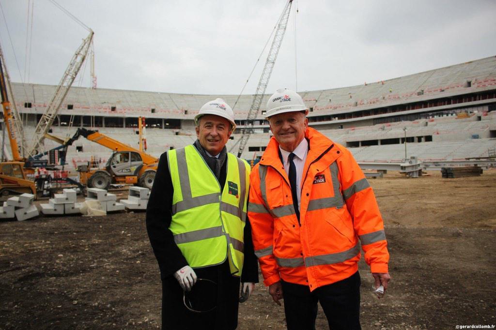 Avec jm aulas sur le futur terrain du grand stade de for Terrain lyon