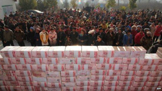 Китай вновь увеличил объем кредитования почти на 1 трлн юаней