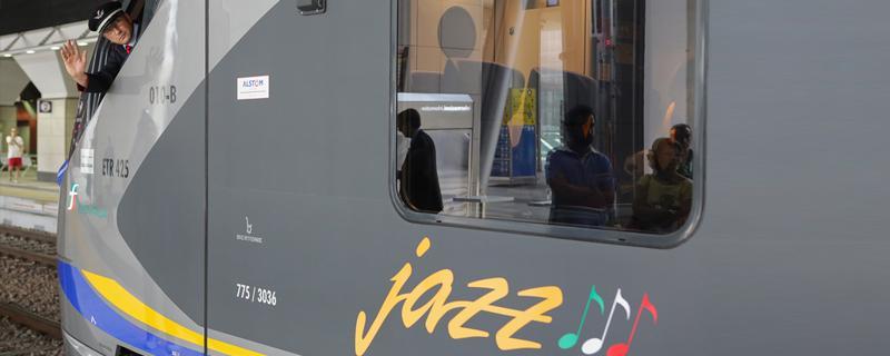Consegnato alla Toscana #Jazz,il CoradiaMeridian #Alstom per il trasporto regionale @fsnews_it http://t.co/7zEg9jnwAa http://t.co/VoA1oPi54L