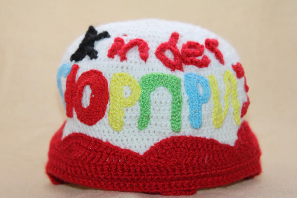 Вязание шапок спицами для женщин с описанием и схемами бесплатно