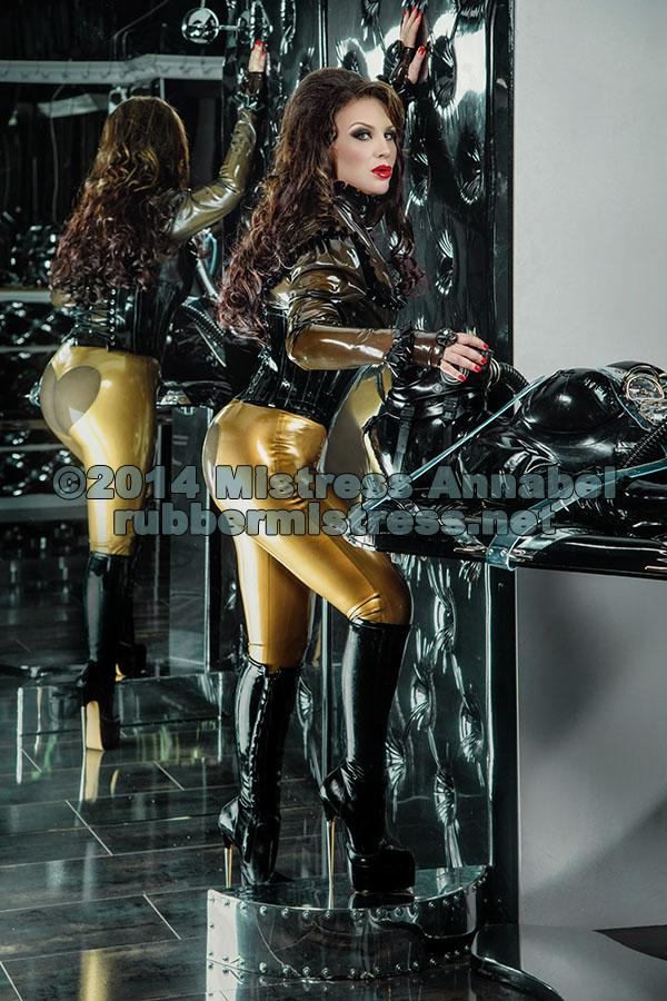 Mature shiny catsuit domina herrin carmen rollenspiel transformation zum eunuchen - 2 3