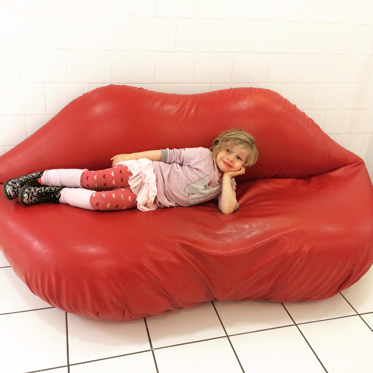 I am giving everyone a big kiss for Valentine's Day!! http://t.co/nRz1B2OOGU