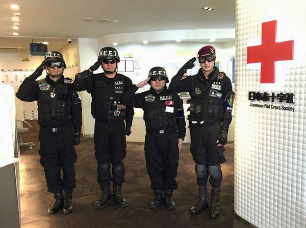 akiba:F献血ルームです!本日は「N.E.E.T」自宅警備隊の皆様にご協力を頂きました。凛々しいお姿と統率のとれた動き。思わず「この人たち、ガチだ…!」と言葉を漏らした職員Tでした。献血へのご協力、本当にありがとうございました! http://t.co/u15PolWH6g